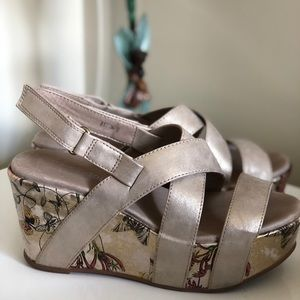 Antelope Gold Floral Wedges Sz 36 Worn Once